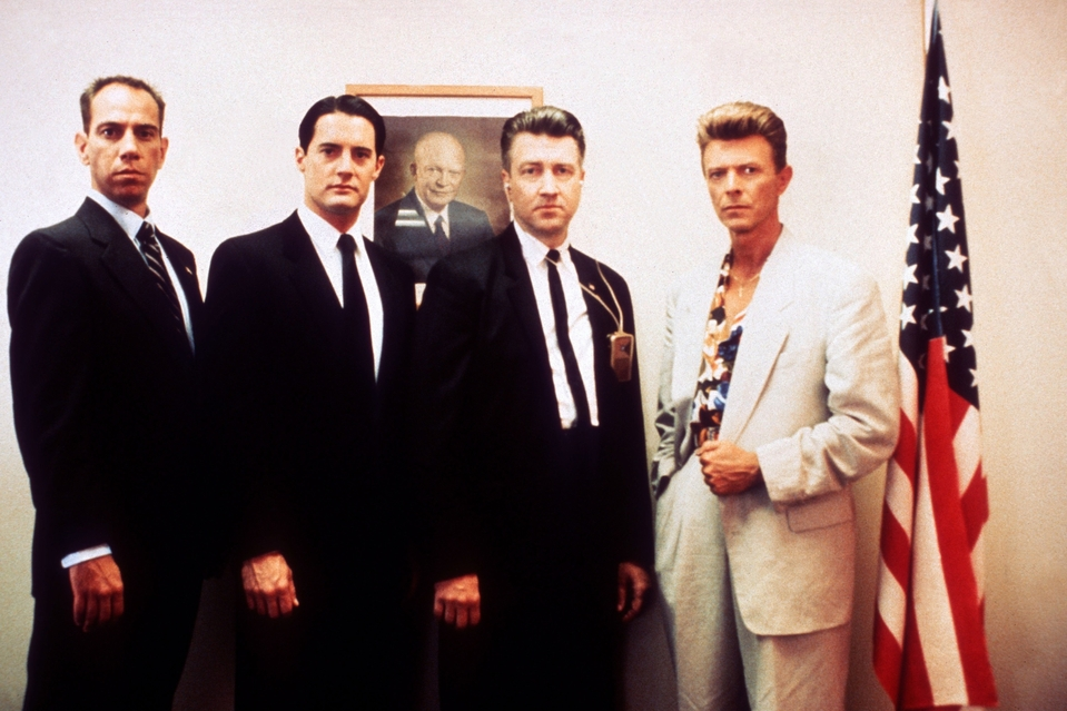 TWIN PEAKS FIRE WALK WITH ME FR / US 1992 L-R MIGUEL FERRER KYLE MACLACHLAN DAVID LYNCH DAVID BOWIE. Credit: New Line Cinema/Everett Collection