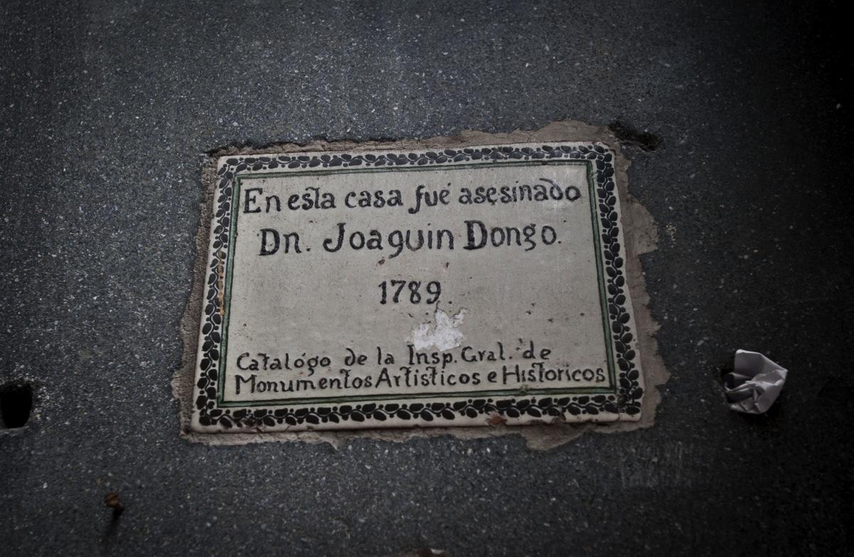 Placa que señala que aquí, en la calle Donceles entre Brasil y Argentina, vivió el empresario Joaquín Dongo y su familia.