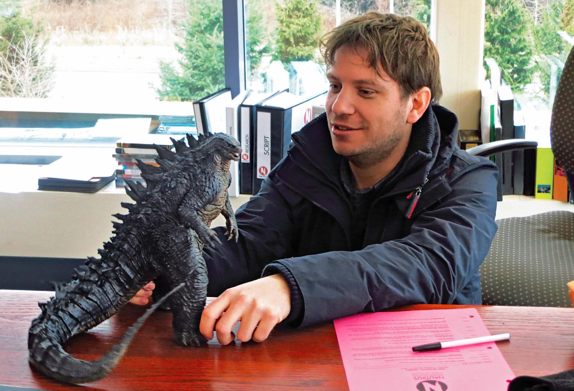 Godzilla_2014_Art_of_Destruction_-_Gareth_Edwards_and_LegendaryGoji_Figure