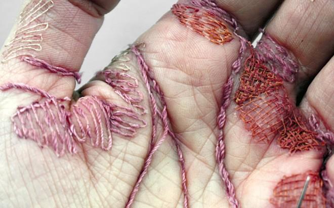 eliza-bennett-sews-thread-into-her-flesh-designboom-04-660x410